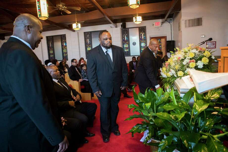 Ross Mortuary funeral attendant Zaccheus Steptoe, center, approaches the casket of Ether Mae Fentis at Mt. Horem Baptist Church to help transport it to a Pearland cemetery. Photo: Marie D. De Jesús, Staff Photographer / © 2018 Houston Chronicle
