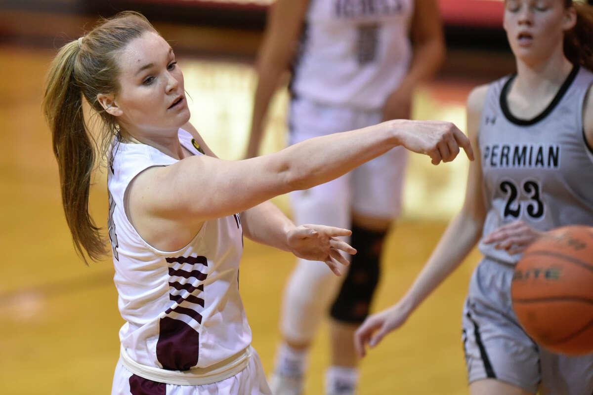 Lee's Paige Low passes against Odessa Permian Jan. 22, 2019, at Lee High School. James Durbin/Reporter-Telegram