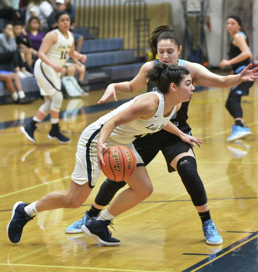 Aly Benavides and the Lady Bulldogs host Martin in a crosstown matchup at 4 p.m. Monday. Photo: Cuate Santos /Laredo Morning Times File / Laredo Morning Times