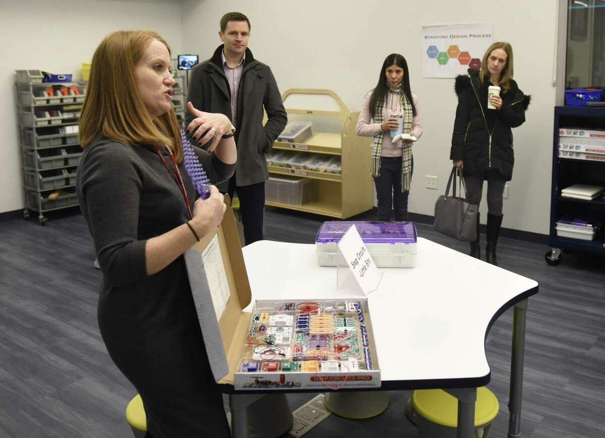 Media Specialist Jacqueline Carlin show students activities at the launch of the new Design Lab.