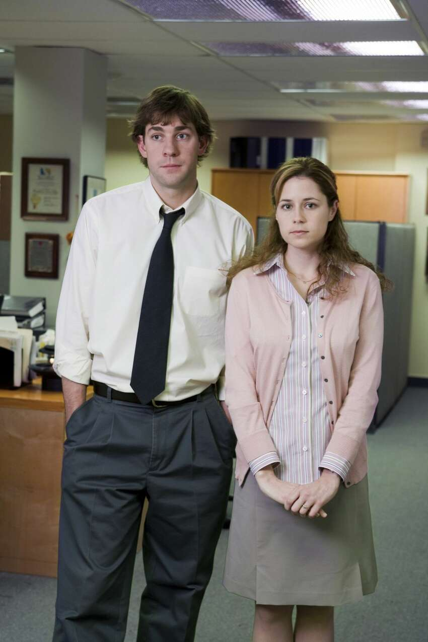 Jim and Pam A white dress shirt and black tie for Jim and a pink cardigan and white sneakers for Pam is all you'll need to be The Office's most well-known couple.