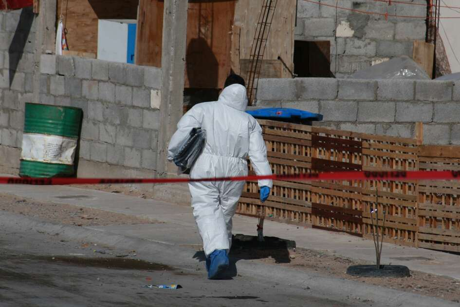 Police experts outside the house where a complete family was murdered in Ciudad Juarez Chihuahua . Killed entire family of 5 with a knife, inside a house in Ciudad Juarez the bodies of an 18-year-old woman, another woman of 42 years, a boy of 8 years, a man of 52 were found dead years and another 10-year-old boy who could see several stab wounds and were in an advanced state of decomposition. Ciudad Juarez, Mexico, on 17 January 2019. (Photo by David Peinado/NurPhoto via Getty Images)