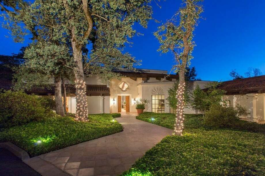 California Governor Gavin Newsom and wife Jennifer Siebel Newsom are moving to this Fair Oaks home with more modern sensibilities, rather than taking up residence in the Governor's Mansion near the Capitol. Photo: Realtor.com