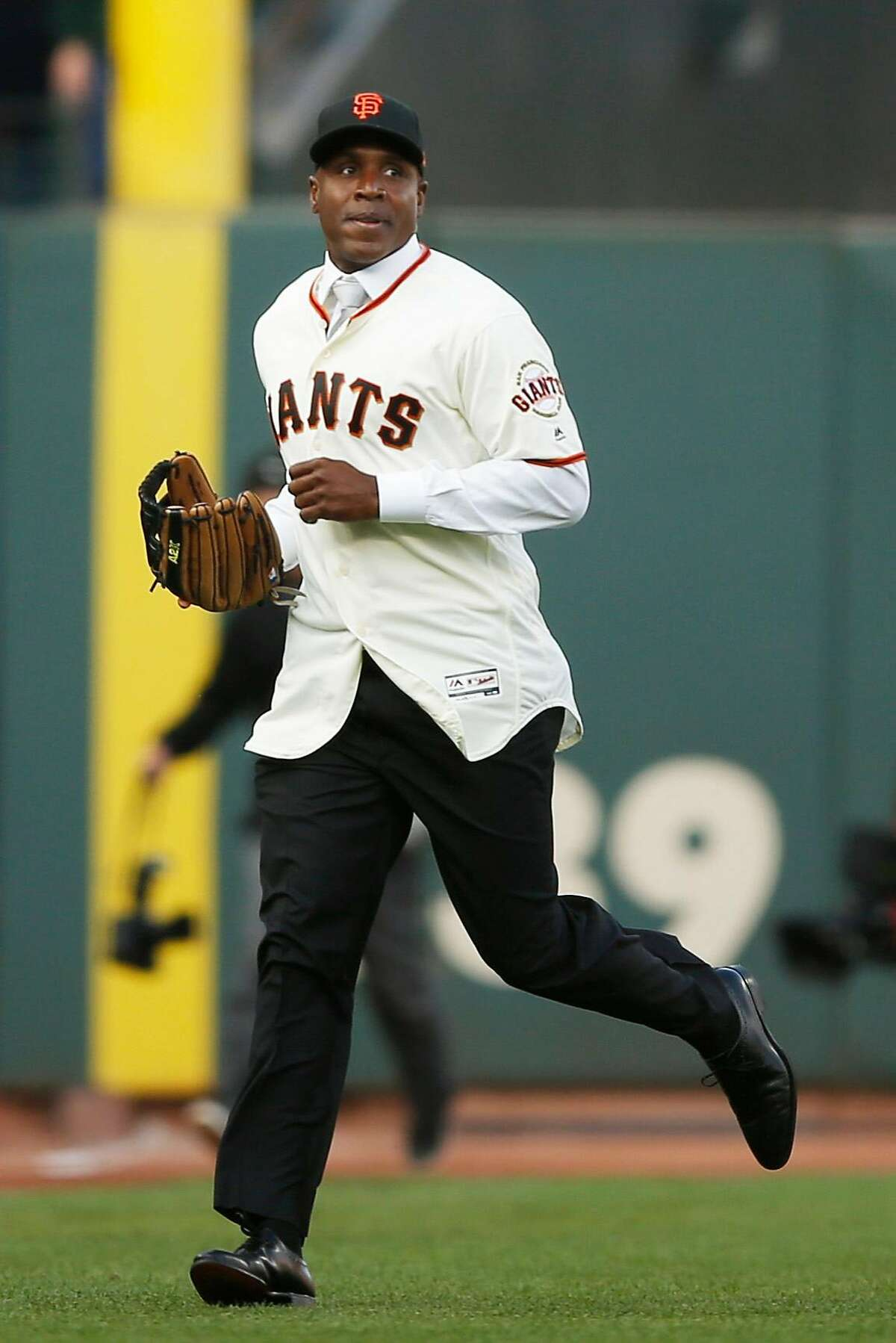 Barry Bonds acknowledges the crowd in the outfield during his uniform number retirement ceremony at AT&T Park on Saturday, Aug. 11, 2018, in San Francisco, Calif. The San Francisco Giants retired number 25 in honor of Bonds' historic career with the Giants from 1993-2007.