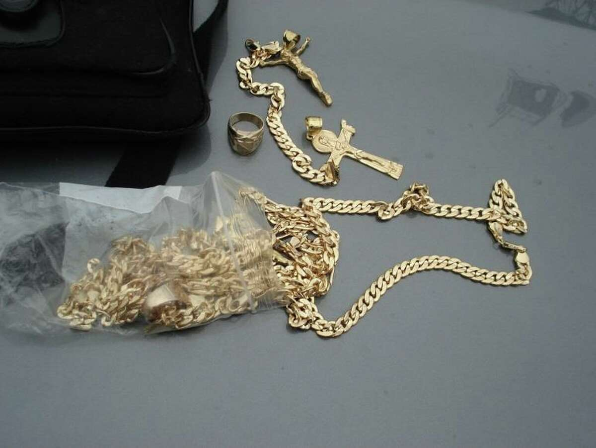 Scammers have been trying to swindle unsuspecting California drivers out of money by selling them fake 18k gold jewelry.