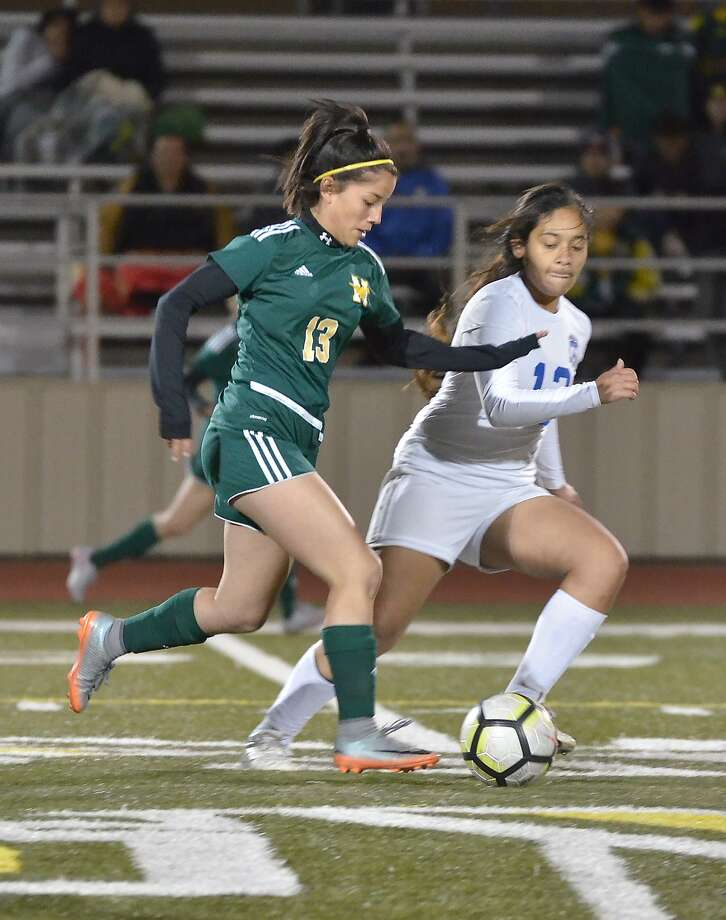 In the only game of the night Wednesday, Cigarroa and Nixon played to a 2-2 draw at Montes Field. Photo: Cuate Santos /Laredo Morning Times / Laredo Morning Times