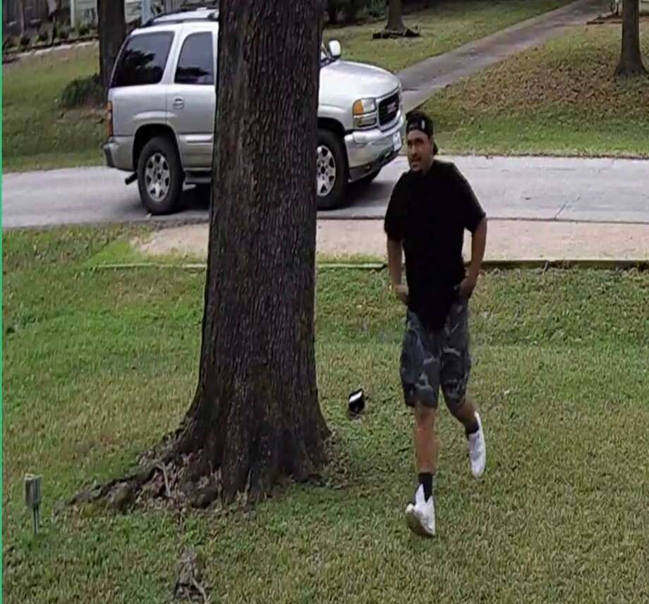 Harris County Precinct 1 Constable's Office investigators are asking the public for help in identifying and locating a suspected package thief who was captured on video about 11 a.m.Tuesday, Jan. 22, in the 800 block of West 32nd Street in the Garden Oaks neighborhood. Photo: Harris County Precinct 1 Constable's Office
