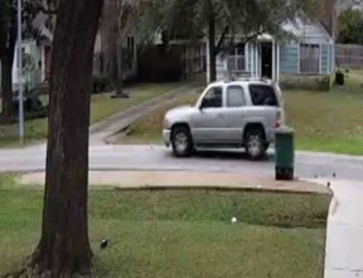 Harris County Precinct 1 Constable's Office investigators are asking the public for help in identifying and locating a suspected package thief who was captured on video about 11 a.m.Tuesday, Jan. 22, in the 800 block of West 32nd Street in the Garden Oaks neighborhood.