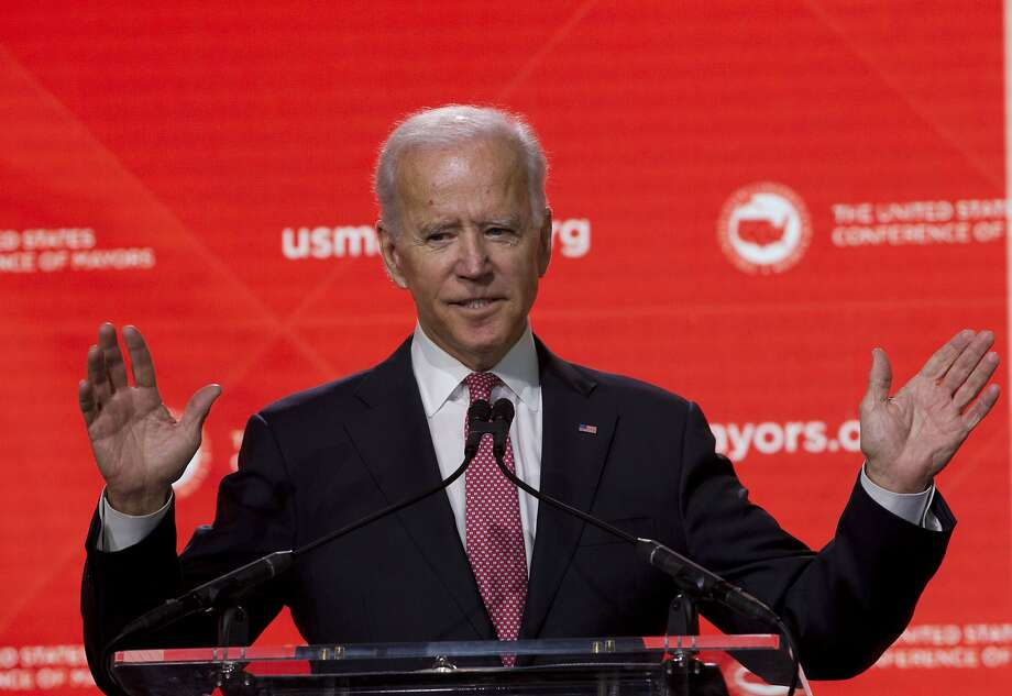 Ex-Vice President Joe Biden praised Rep. Fred Upton, who joined with Biden to increase funding for cancer research but, separately, helped forge a bill to gut the Affordable Care Act. Photo: Jose Luis Magana / Associated Press