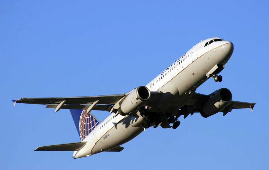 A United Airlines Airbus A320 takes off from Bush Intercontinental Airport. Stamford-based Hexcel makes parts for Airbus A320s. Photo: Bill Montgomery / Houston Chronicle