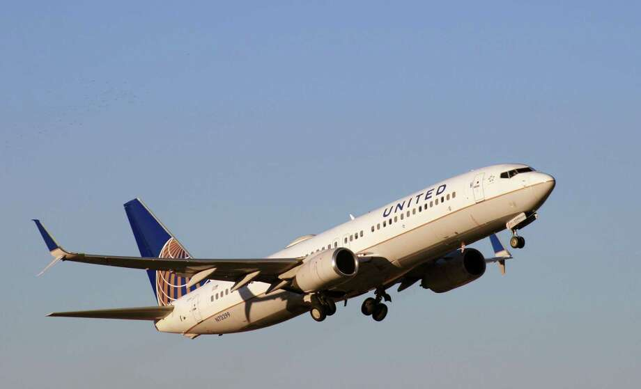 A United Airlines Boeing 737 takes off from Bush Intercontinental Airport. Photo: Bill Montgomery / Houston Chronicle