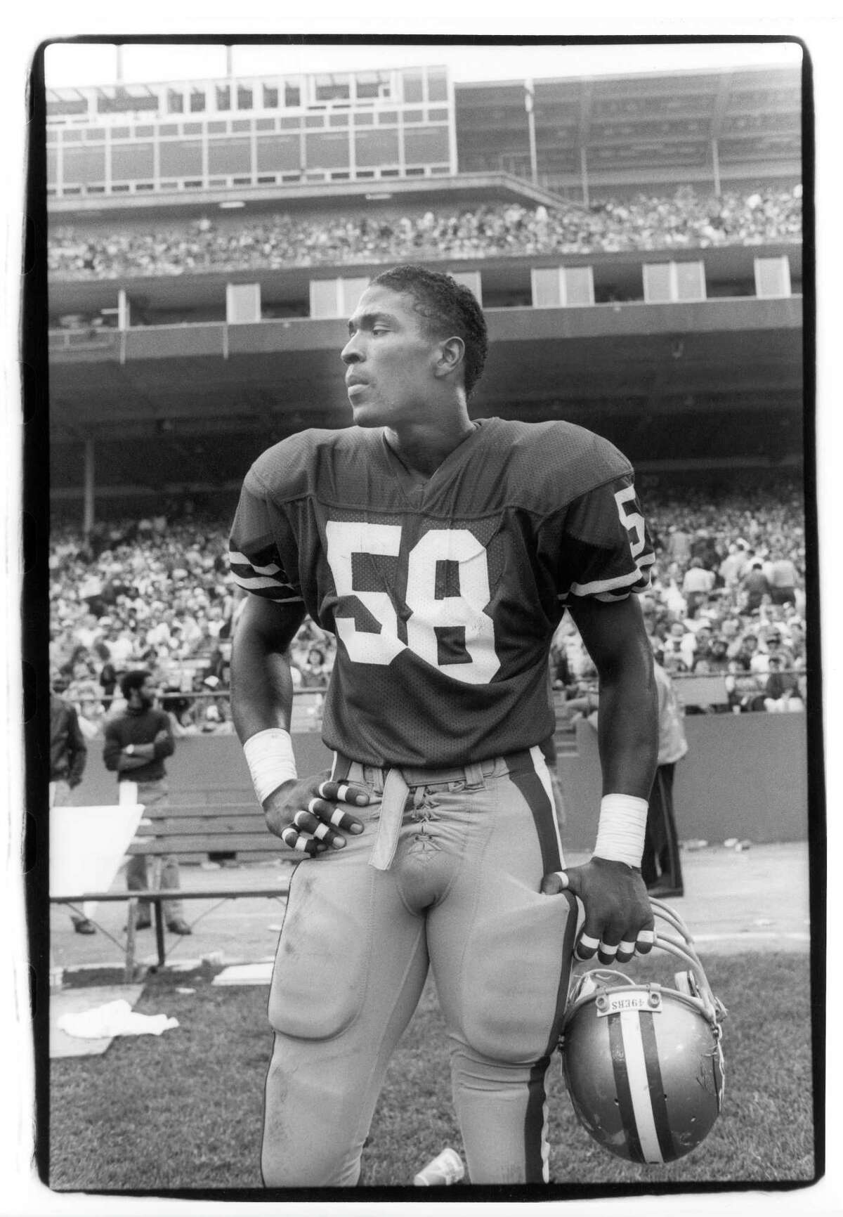 SAN FRANCISCO - NOVEMBER 3: Linebacker Keena Turner #58 of the San Francisco 49ers stands on the sideline during the game against the Philadelphia Eagles at Candlestick Park on November 3, 1985 in San Francisco, California. The Niners defeated the Eagles 24-13. (Photo by Michael Zagaris/Getty Images)