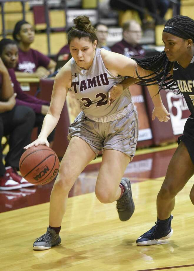 TAMIU was held to its fourth-lowest scoring total ever falling 72-35 at rival St. Mary's on Thursday night. Vanessa Oyola had a team-high nine points. Photo: Danny Zaragoza /Laredo Morning Times File