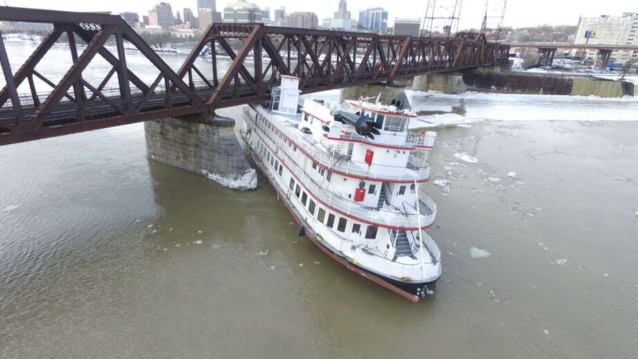 Wall of ice, water sweeps boats down Hudson River - Times Union