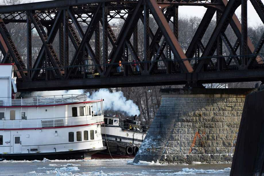 Wall of ice, water sweeps boats down Hudson River - Times ...