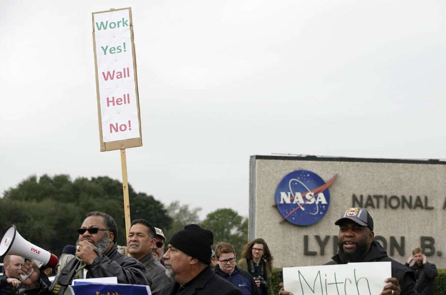 People protest outside of NASA's Johnson Space Center against the government shutdown Tuesday, Jan. 15, 2019, in Houston. Photo: Melissa Phillip, Houston Chronicle / Staff Photographer / © 2019 Houston Chronicle