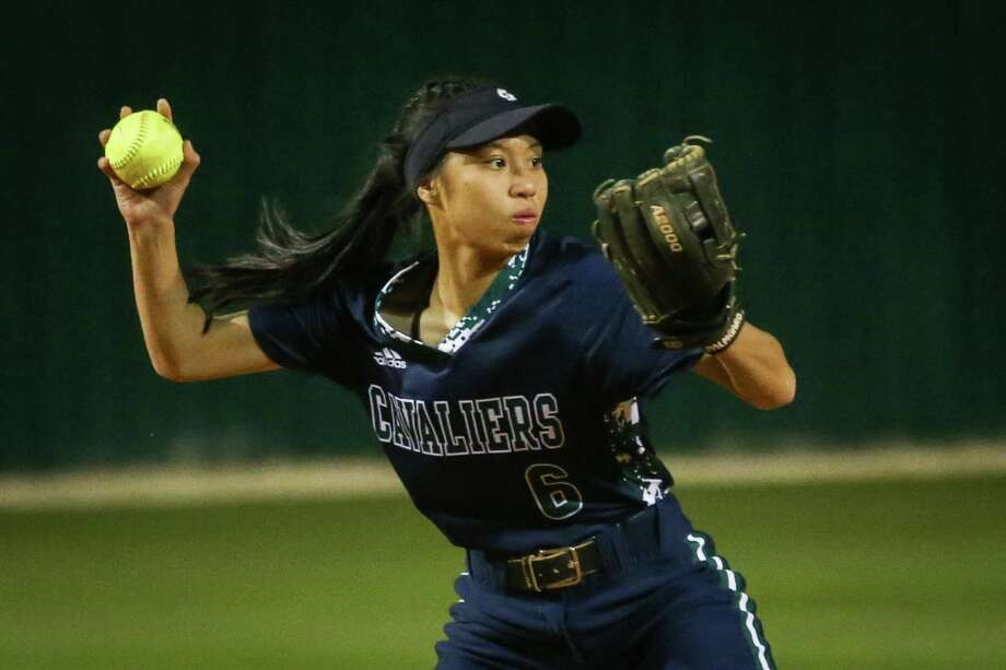 College Park's Alexis Lara returns at shortstop for the Lady Cavaliers in 2019. Photo: Michael Minasi, Staff Photographer / Houston Chronicle / © 2018 Houston Chronicle