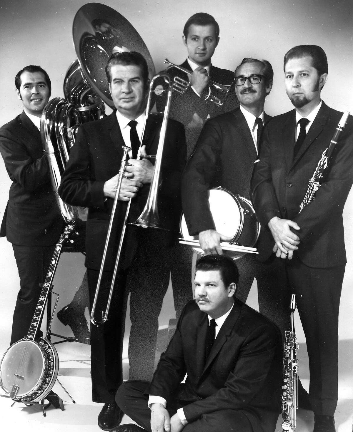 The Turk Murphy jazz band, including (l to r ) Jim Maihack (tuba), Turk Murphy, Phil Howe (clarinet), Smokey Stover (drums) Leon Oakley (cornet), and seated piano man Pete Clute. The group entertains nightly at Earthquake McGoon's Handout photo Photo ran 09/20/1970 Sunday Datebook p. 28