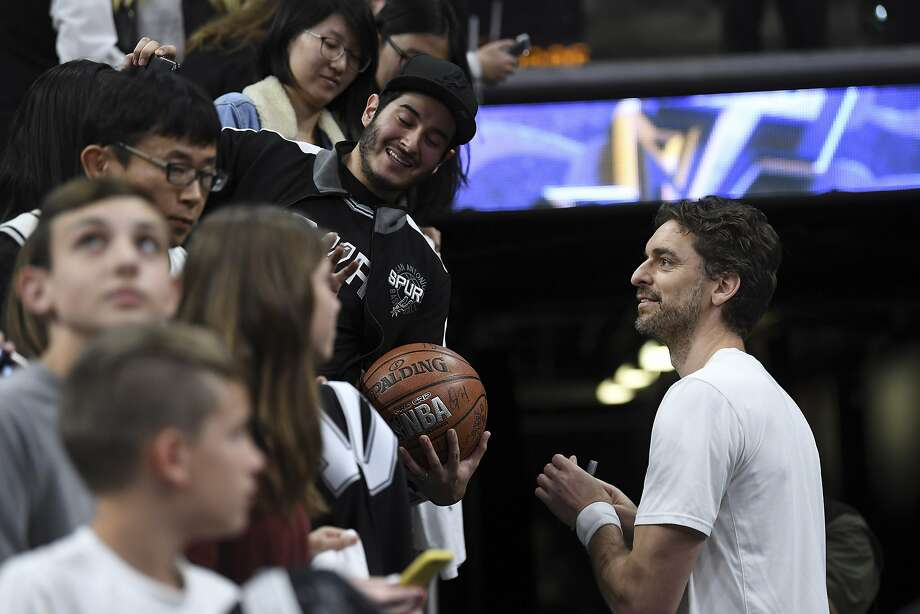 Pau Gasol of the San Antonio Spurs greets fans before the team's game against the Memphis Grizzlies in the AT&T Center on Saturday, Jan. 5, 2019. Photo: Billy Calzada, Staff Photographer
