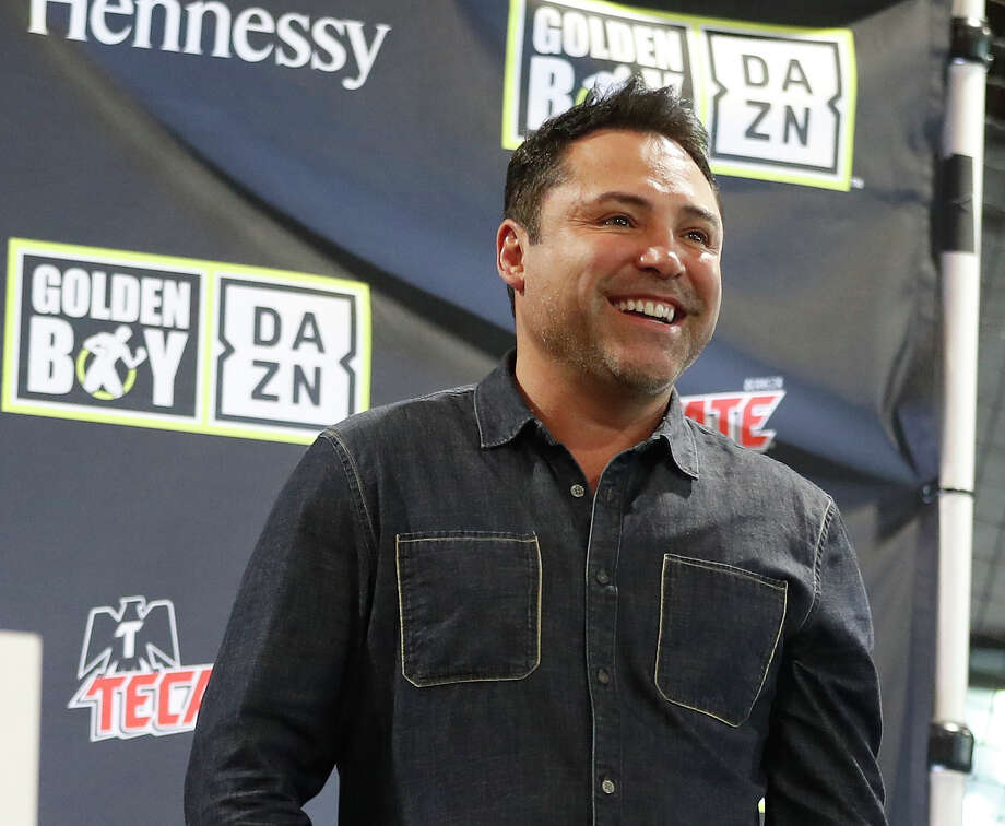 PHOTOS: A look at this week's boxing workouts, press conferences and weigh-ins Oscar De La Hoya, of Golden Boy Productions, is introduced to the crowd as Jaime Munguia and Takeshi Inoue weighed in at Pitch 25, Friday, Jan. 25, 2019, in Houston. Jaime Munguia, a 22-year-old who is one of the youngest champions in boxing and is thought to be on an eventual collision course with Canelo Alvarez. Munguia defends his title Saturday at Toyota Center. Photo: Karen Warren/Staff Photographer / © 2019 Houston Chronicle
