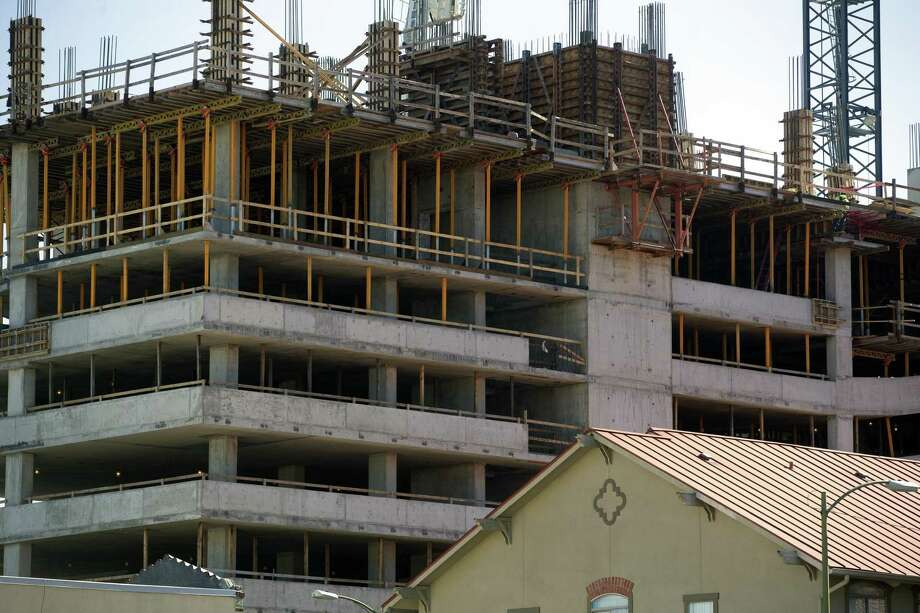 Work progresses at the Arts Residences at the Thompson building at 123 Lexington Ave., built with help from $10 million in incentives from the Center City Housing Incentive Policy. CCHIP shouldn't be renewed without a plan to prevent displacement of residents in growing areas. Photo: William Luther / San Antonio Express-News / © 2019 San Antonio Express-News