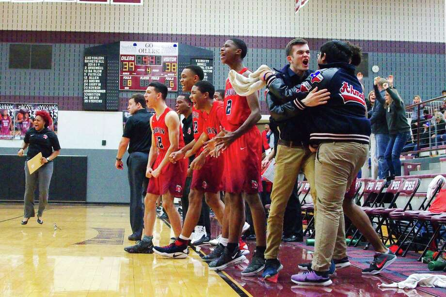 Dawson coaches and players react as the Eagles' Lorenzo Waddy hit a game-winning shot with 4.4 seconds remaining Friday night in Pearland. Photo: Kirk Sides / Staff Photographer / © 2018 Kirk Sides / Houston Chronicle