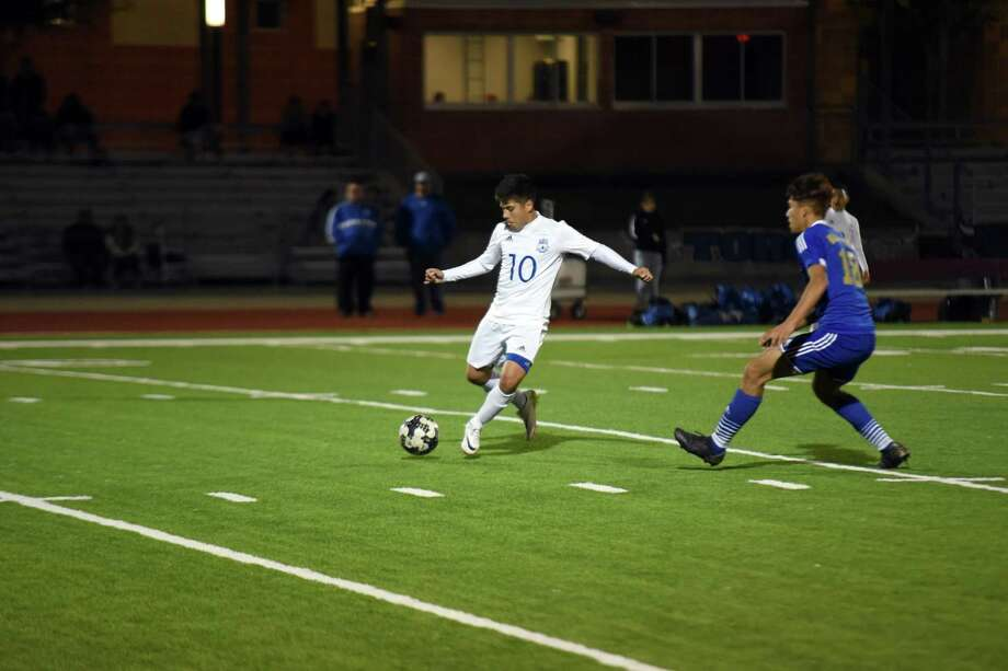 Cigarroa claimed a 4-0 victory over United South Friday night. The Toros will open District 29-5A Tuesday on the road against Calallen. Photo: Christian Alejandro Ocampo /Laredo Morning Times File / Laredo Morning Times
