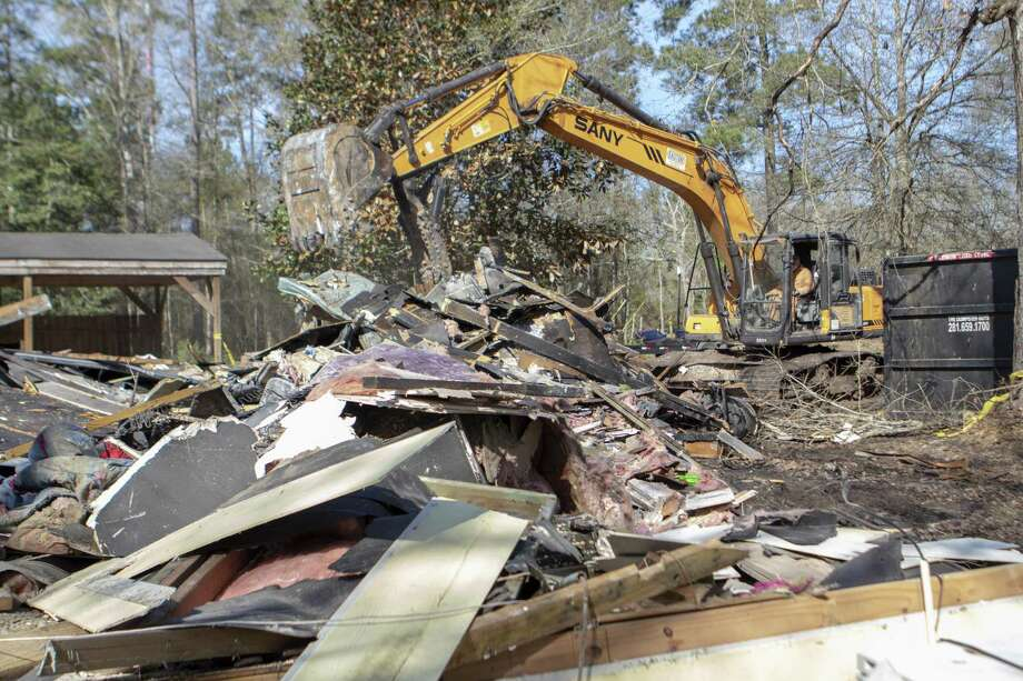 Autry Smith clears out the remains of the Cambell family home Friday, Jan. 25, 2019 in Cut and Shoot. Men Unleashed is helping the Cambell family rebuild after their home burned down Dec. 26. Photo: Cody Bahn, Houston Chronicle / Staff Photographer / © 2018 Houston Chronicle