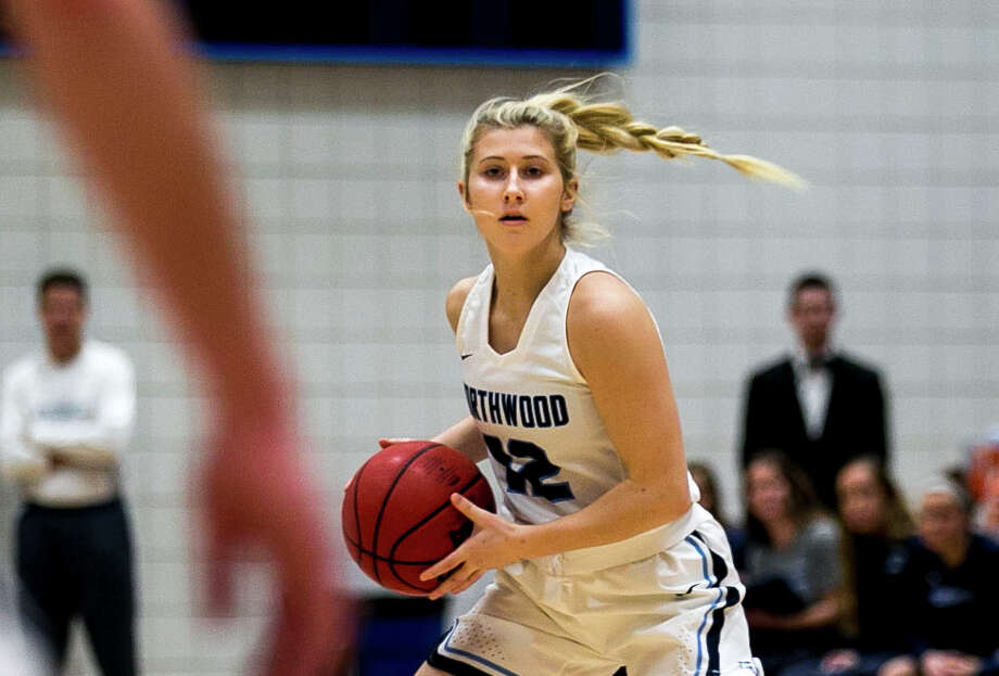 Northwood's Kenzie Seeley looks for an open teammate in a Jan. 20, 2018 game against Ashland. Photo: Daily News File Photo