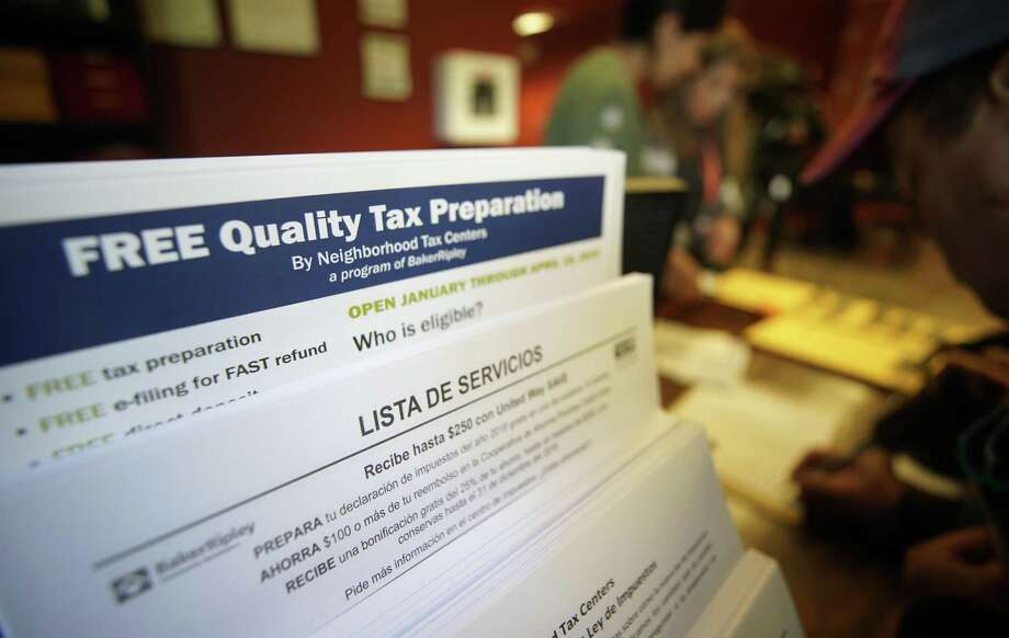 People sign up for the free tax preparation program at the BakerRipley Gulfton Sharpstown Campus, 6500 Rookin, Friday, Jan. 25, 2019, in Houston. Photo: Melissa Phillip, Houston Chronicle / Staff Photographer / © 2019 Houston Chronicle
