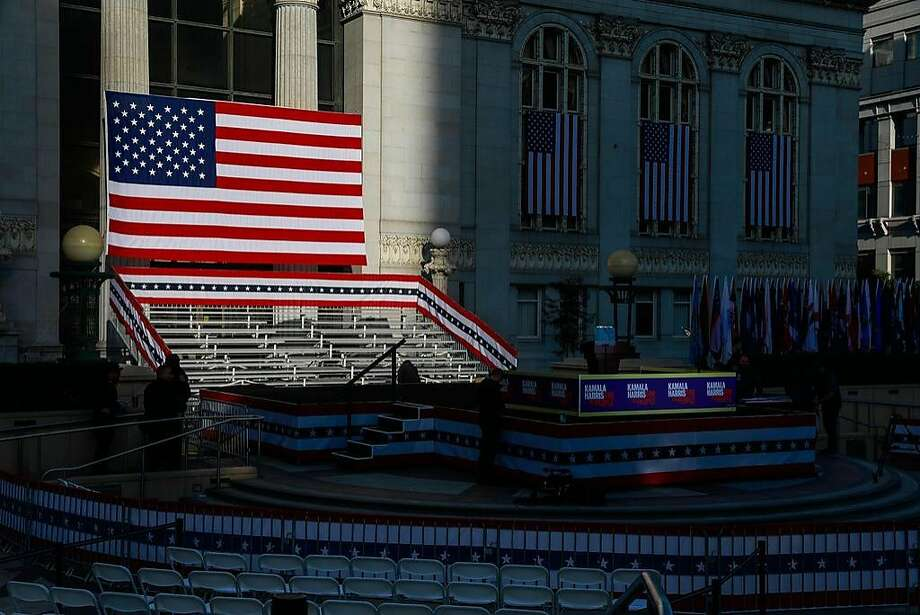 The American flag is seen as people set up for presidential candidate Kamala Harris' campaign rally in Oakland on Jan. 27. Photo: Gabrielle Lurie / The Chronicle