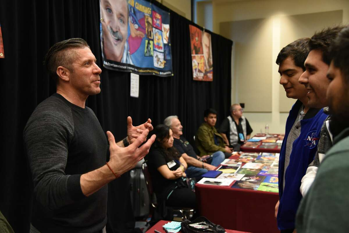 Ray Park talks to fans during the Laredo STCE's Comic Con.