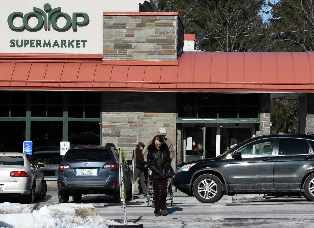Shoppers cross Nott St. near the Niskayuna Co-op supermarket on Monday, Jan. 28, 2019, in Niskayuna, N.Y. Schenectady County, with support from the Town of Niskayuna, has secured a $1.5 million federal grant to improve Nott Street in the area between Balltown Road and Clifton Park road. The goal is to reduce accidents, improve safety pedestrian safety and support accessibility for local businesses. (Will Waldron/Times Union)