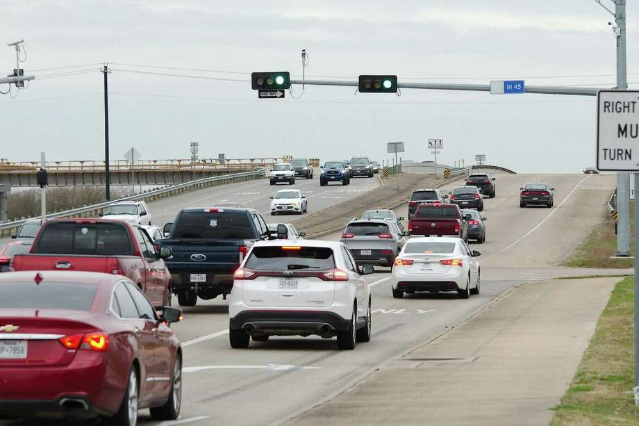 PHOTOS: Avoid these roads, if possibleVehicles travel on the overpass carrying FM 646 traffic across Interstate 45. The overpass is slated for demolition through a project that will change the traffic pattern so that the freeway travels over FM 646.>>>See more for the worst traffic spots around Houston... Photo: Kirk Sides / Staff Photographer / © 2018 Kirk Sides / Houston Chronicle