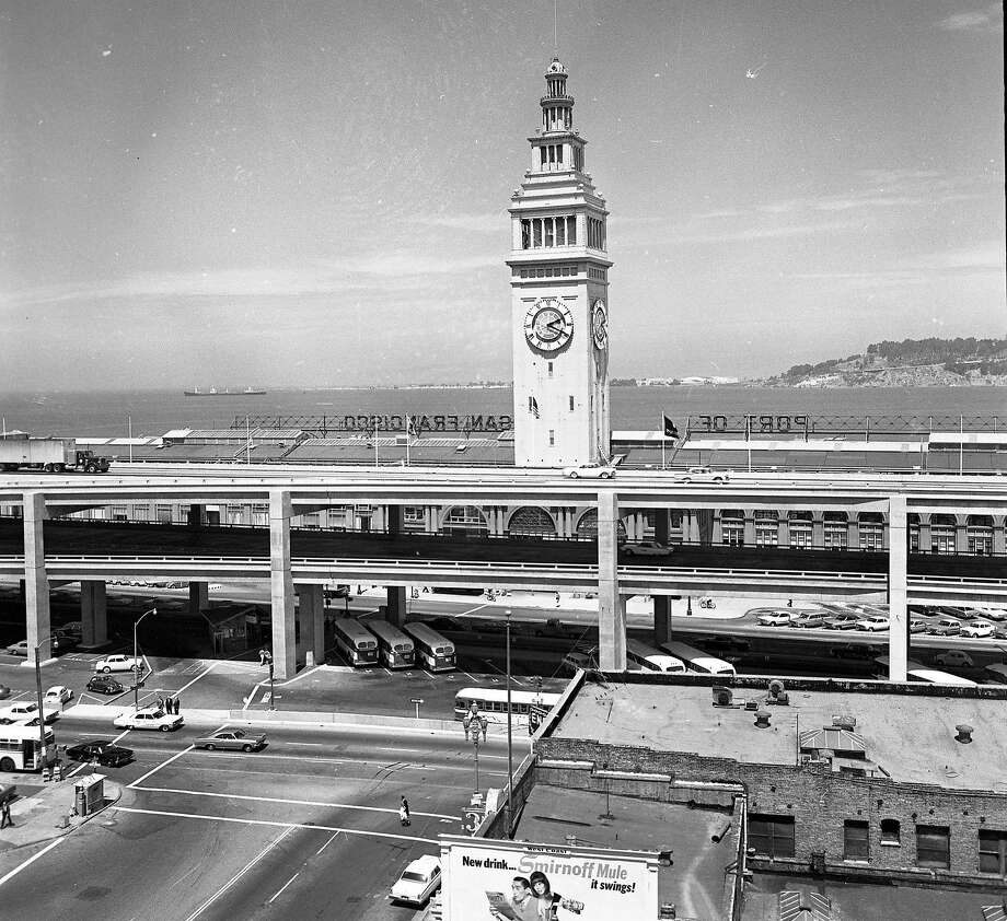 A section of the Embarcadero Freeway on July 1965, looking toward Ferry Building. Photo: Bob Campbell, The Chronicle