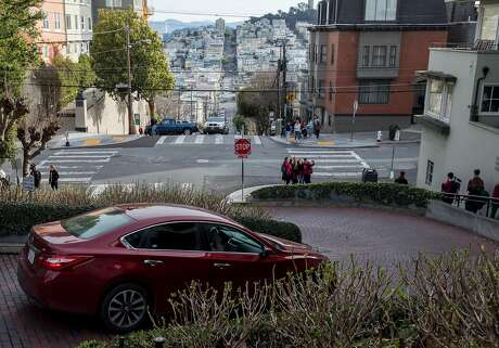 Cars drive down the famously crooked portion of Lombard Street in San Francisco, Calif. Saturday, Jan. 26, 2019. Photo: Jessica Christian / The Chronicle