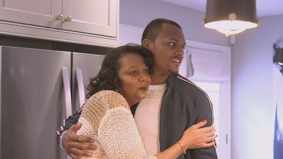 Texans quarterback Deshaun Watson surprised his mom, Deann Watson, with a My Houzz home makeover at the Gainesville, Ga., home where Deshaun grew up and where his mom still lives.