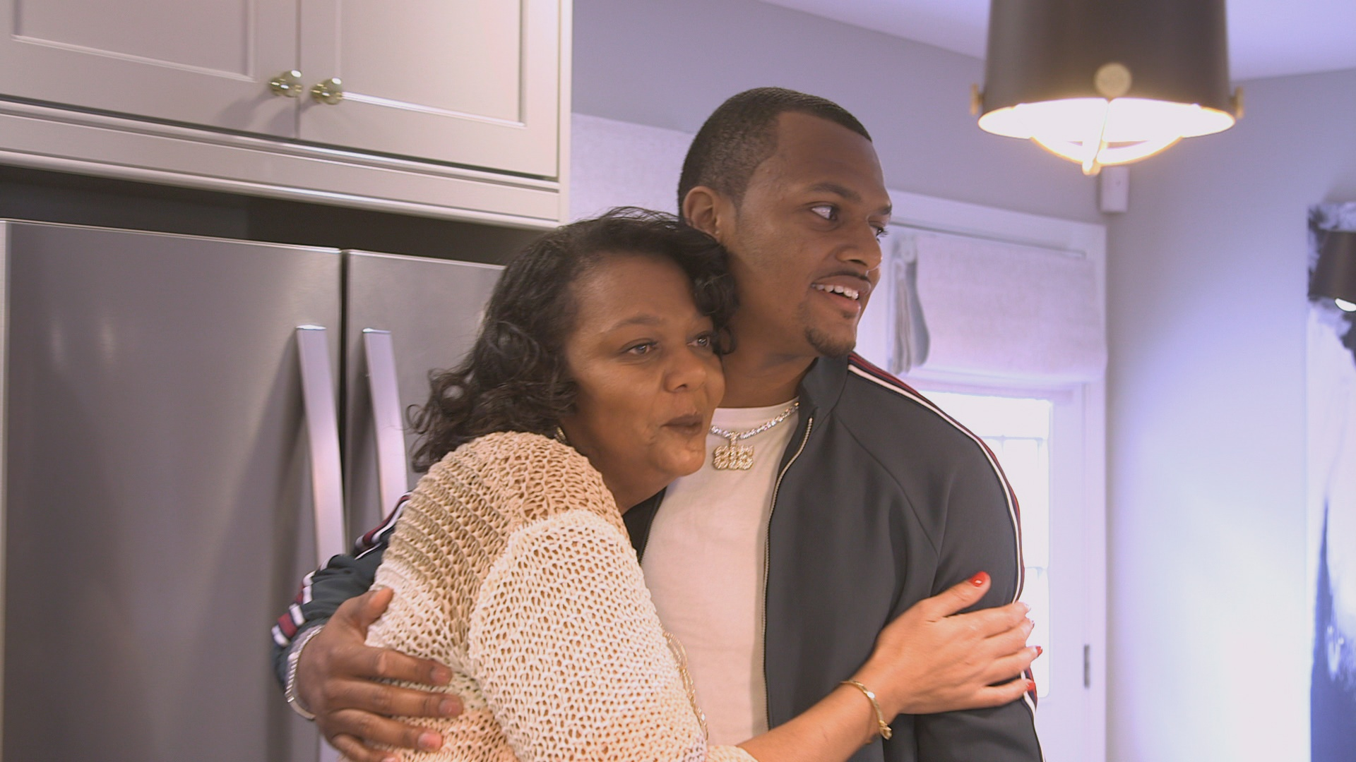 Texans Qb Deshaun Watson Surprises Mother With A My Houzz Makeover