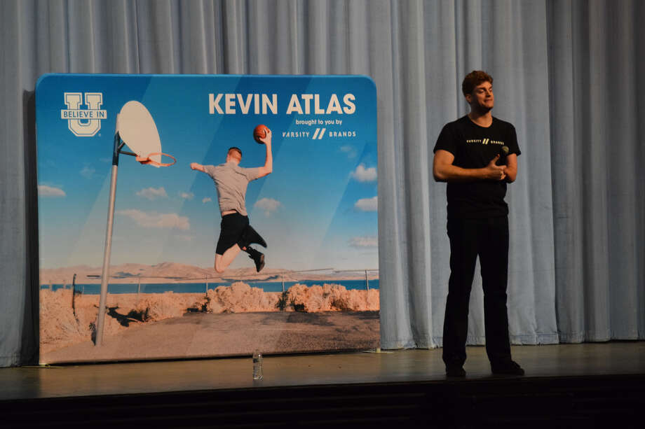 Kevin (Atlas) Laue stopped by Plainview High School Thursday to share a message of encouragement with the kids to be confident and support their peers. Photo: Ellysa Harris/Plainview Herald