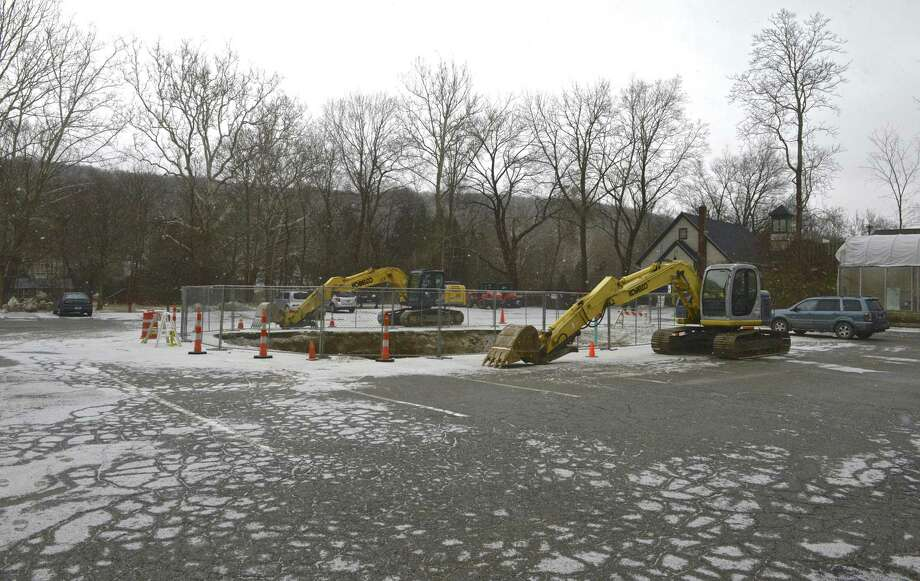 Fuel tank removal site behind the Lillis Building in New Milford, Conn, Tuesday, January 29, 2019. Photo: H John Voorhees III / Hearst Connecticut Media / The News-Times