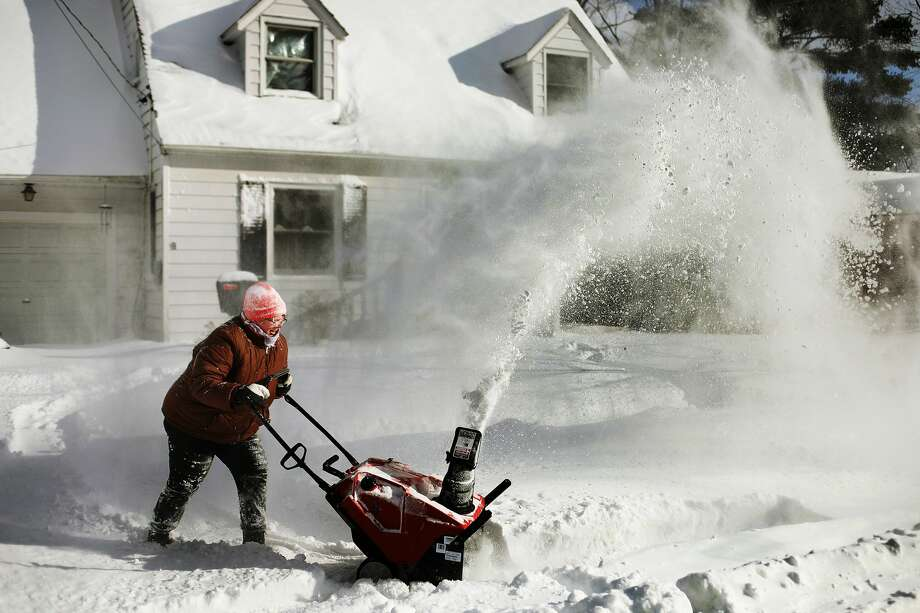 Sandy Sutton uses a snowblower to clear her next-door neighbor's driveway on Tuesday, Jan. 29, 2019 in Midland. (Katy Kildee/kkildee@mdn.net) Photo: (Katy Kildee/kkildee@mdn.net)