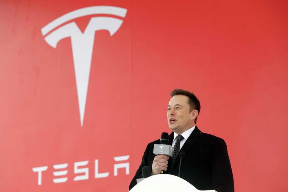 Tesla CEO Elon Musk speaks during an event on the spot for the company's new production facility in Shanghai, China, January 7th. Tesla's senior lawyer leaves the company after only two months job. Tesla said in a statement made on Wednesday, February 20, the general Counsel Dane Butswinkas Will Return to a Legal Practice in Washington D.C. He continues to work for Tesla as an outside counselor. No need to departure was given. Photo: Bloomberg Photo By Qilai Shen / Bloomberg