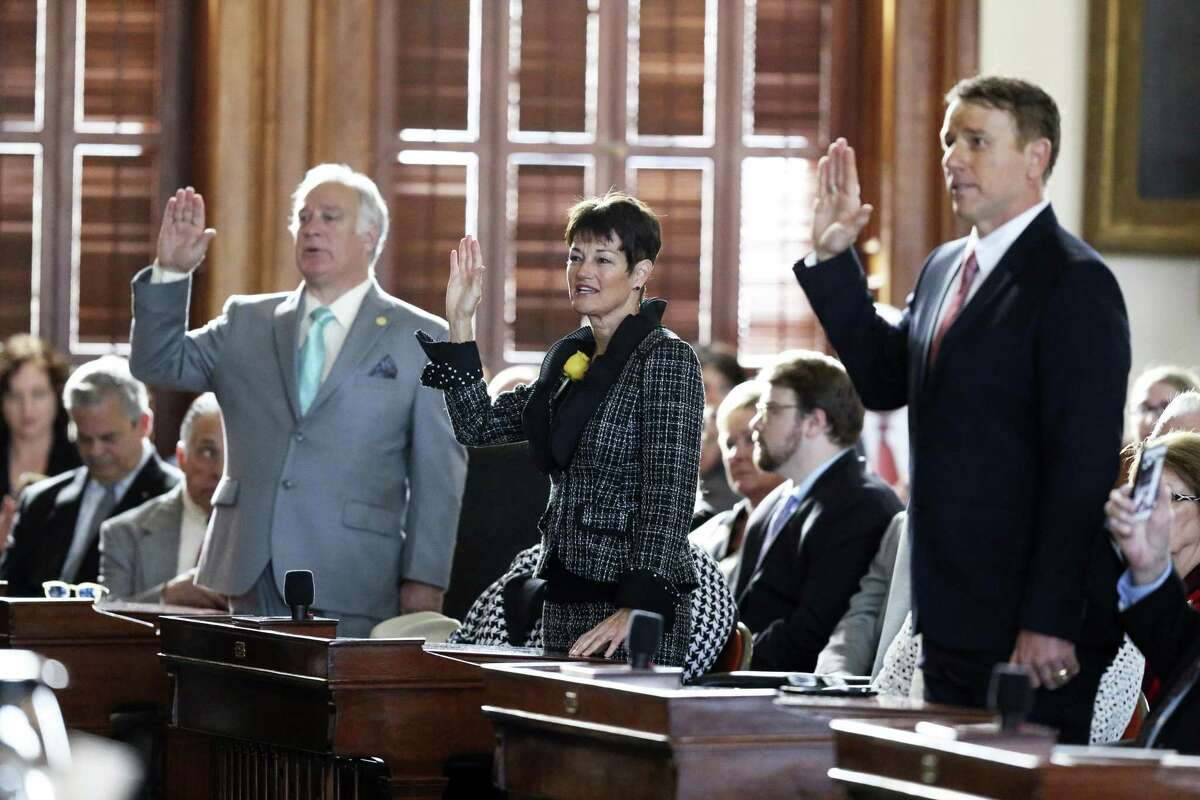 Senator Donna Campbell is sworn in with other newly elected senators as the 86th State Legislature convenes on January 8, 2019.