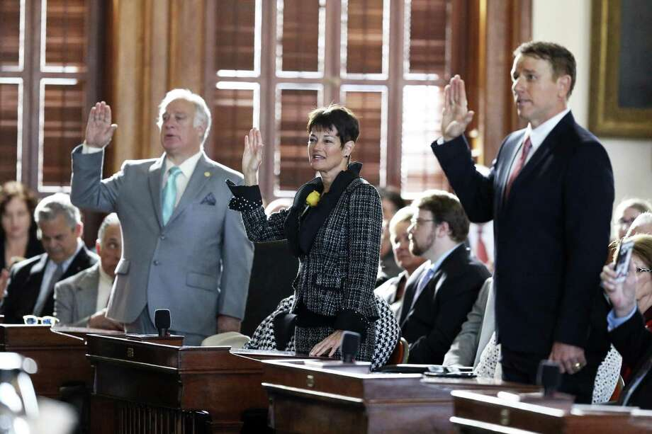 Senator Donna Campbell is sworn in with other newly elected senators as the 86th State Legislature convenes on January 8, 2019. Photo: Tom Reel, Staff / Staff Photographer / 2018 SAN ANTONIO EXPRESS-NEWS