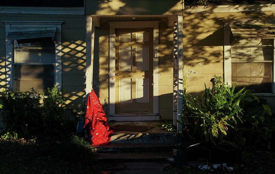 Seventeen bullet holes can be seen on the front entrance of 7815 Harding Street, where two people were killed and five Houston police officers were injured during a botched drug raid on Jan. 29, 2019. >>Go inside the Harding Street house in the photos that follow... Photo: Godofredo A. Vásquez, Houston Chronicle / Staff Photographer / 2018 Houston Chronicle