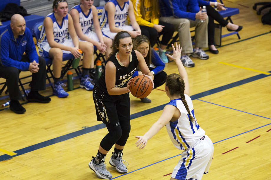 Bay City Western's McKenna Walker prepares to launch a 3-pointer in a Jan. 27, 2017 game against Midland High. Photo: Daily News File Photo