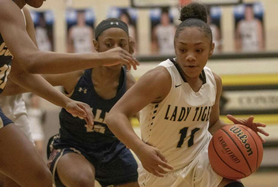 Conroe freshman Kennedy Powell (11) dribbles down court past the Klein Collins defense during a District 15-6A high school basketball game Tuesday, Jan. 29, 2019 in Conroe. Photo: Cody Bahn, Houston Chronicle / Staff Photographer / © 2018 Houston Chronicle