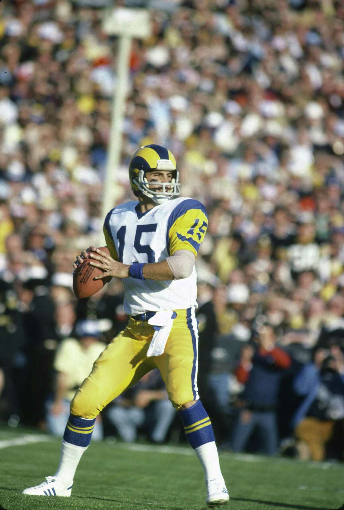 PASADENA, CA- JANUARY 20: Vince Ferragamo #15 of the Los Angeles Rams drops back to pass against the Pittsburgh Steelers during Super Bowl XIV on January 20, 1980 at the Rose Bowl in Pasadena, California. The Steelers won the Super Bowl 31-19. (Photo by Focus on Sport/Getty Images)