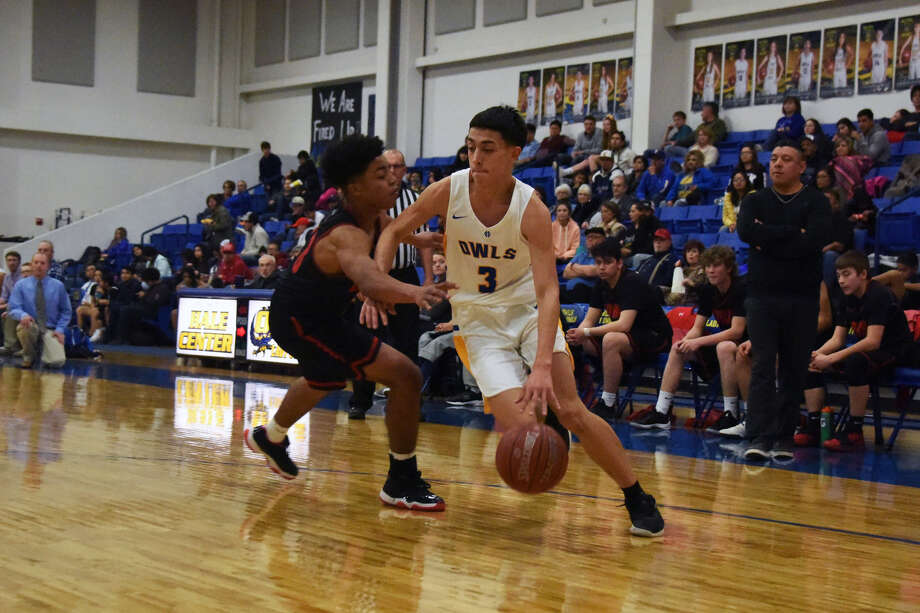 Lockney forward Bryson Walker tries to cut off the lane as Hale Center guard Matt Valdivia drives to the basket during Tuesday night's District 4-2A boys basketball clash in Hale Center. Photo: Claudia Lusk/Plainview Herald