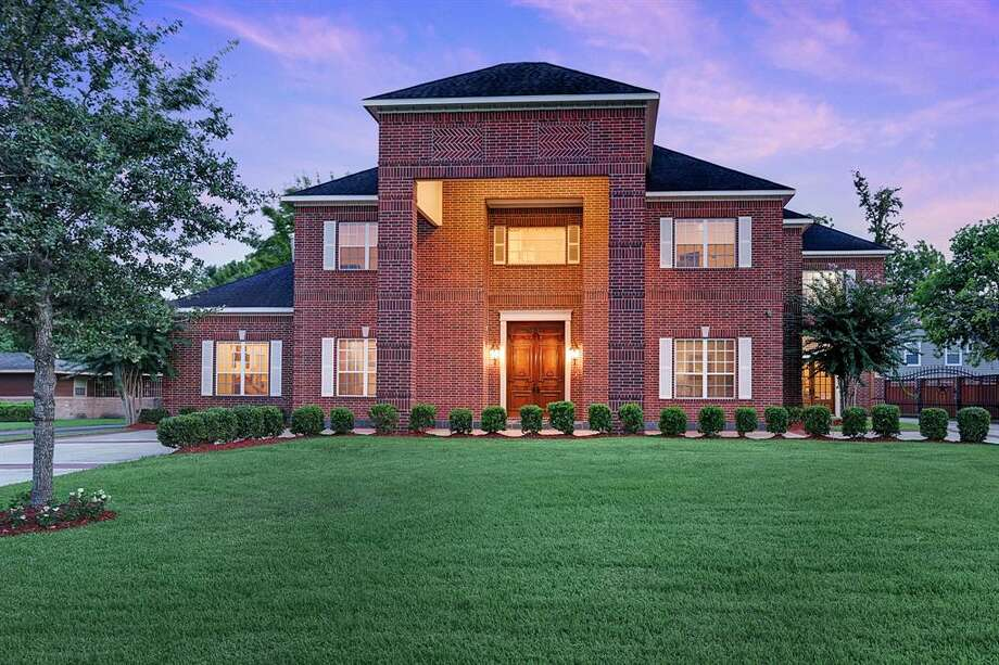 MacGregorNeighborhood median sale price:$310,0003912 Roseneath DriveList price: $1.6M12,031 square-feet Photo: Houston Association Of Realtors